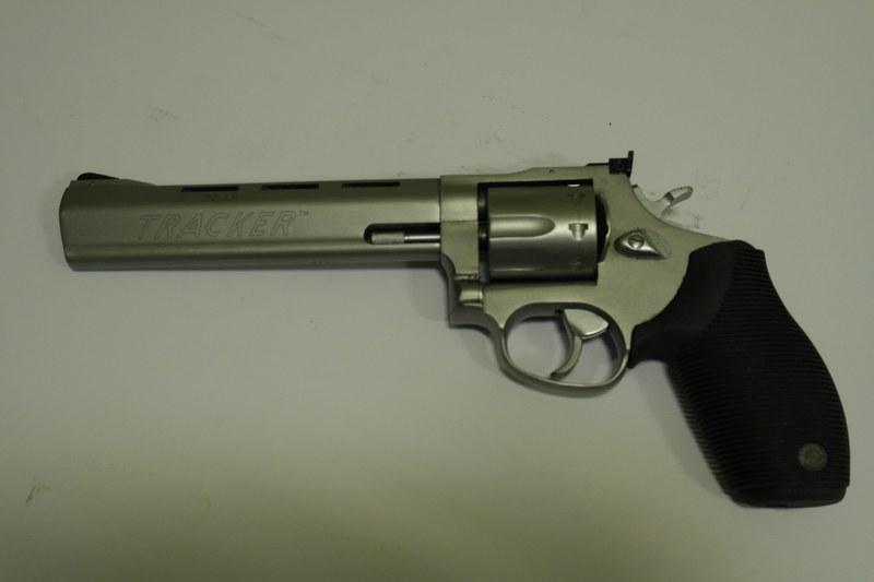 13 револьвер спортивный Taurus 990